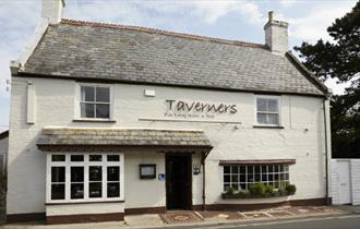 Isle of Wight, Eating Out, Food and Drink, The Taverners, GODSHILL