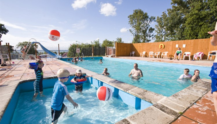 Waverley park holiday centre east cowes visit isle of wight for Isle of wight campsites with swimming pool