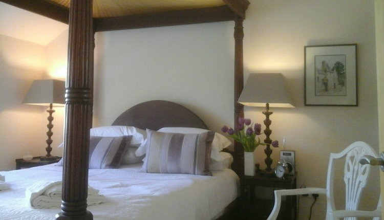 Four Poster Bedroom at The Auction House - Self Catering, Isle of Wight