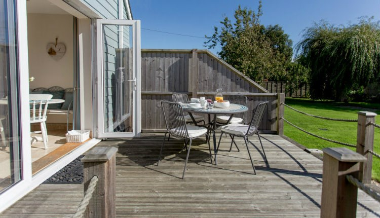 Garden Terrace, Isle of Wight, Accommodation, Self Catering, Yarmouth, Seaviews,