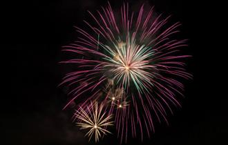 Fireworks in Yarmouth - What's On, Isle of Wight - photo credit: http://iceflowstudios.com