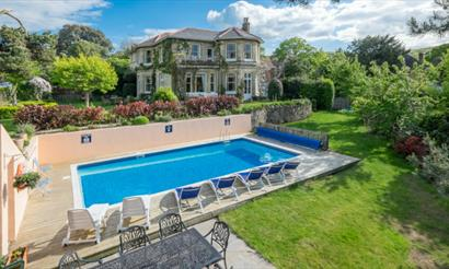 Luccombe Villa Holiday Apartments